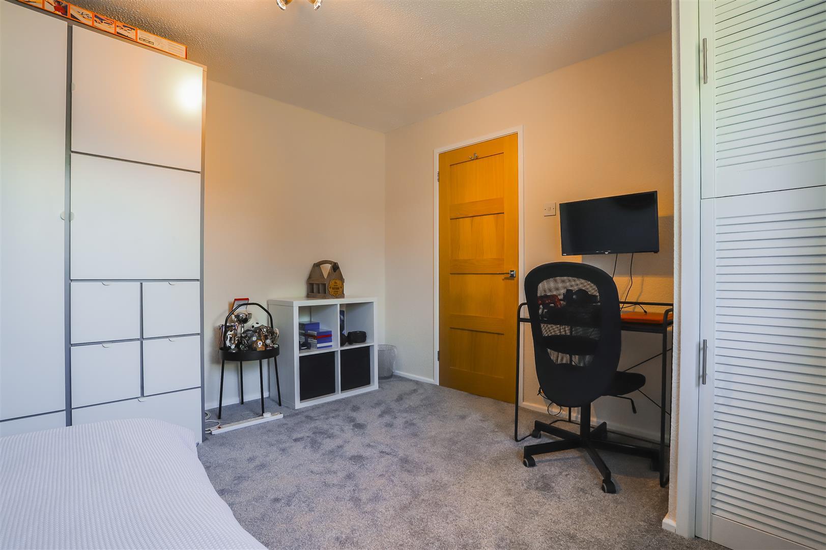4 Bedroom Semi-detached House For Sale - Image 9